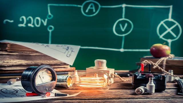 اكثر من 35 نموذج لأسئلة نصف السنة لمادة الفيزياء للصف السادس العلمي 2017