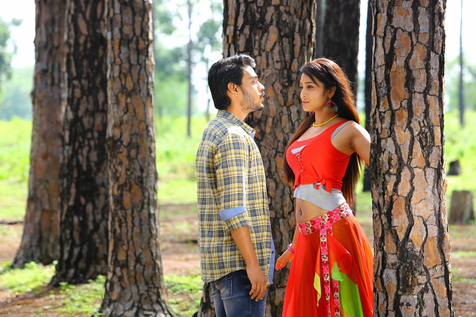 Iddari madhya 18 Movie stills-HQ-Photo-4