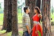 Iddari madhya 18 Movie stills-thumbnail-4