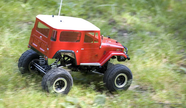 Tamiya Toyota Land Cruiser CR-01 pictures