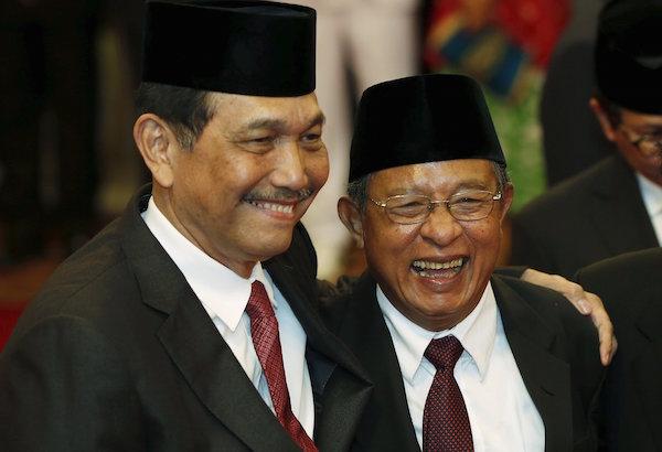 Menko Polhukam Luhut Pandjaitan dan Menko Perekonomian Darmin Nasution