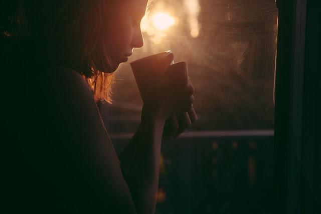 die nacht kam, ohne schlaf, schlaflosigkeit, einsamkeit, alleinsein, schwermut, traurigkeit, verletzte gefühle, kummer, herz, narben an der seele, pochende gedanken, tränen, weinen, vergangenheit, erfahrung, das leben, beziehung, menschen, enttäuschung, liebe, trennung, texte schreiben, poesie blog, silberstunden, lyrik, poetisch, writing, bild, photo