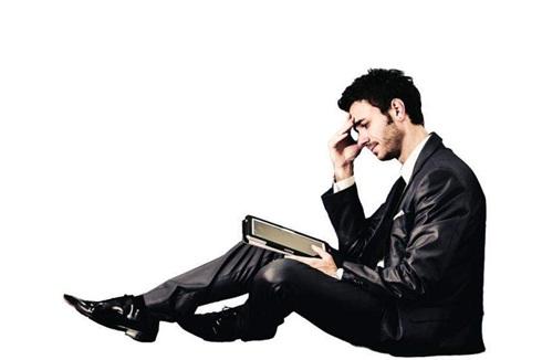 ¿Cuáles son algunos de los síntomas de la depresión en los hombres?