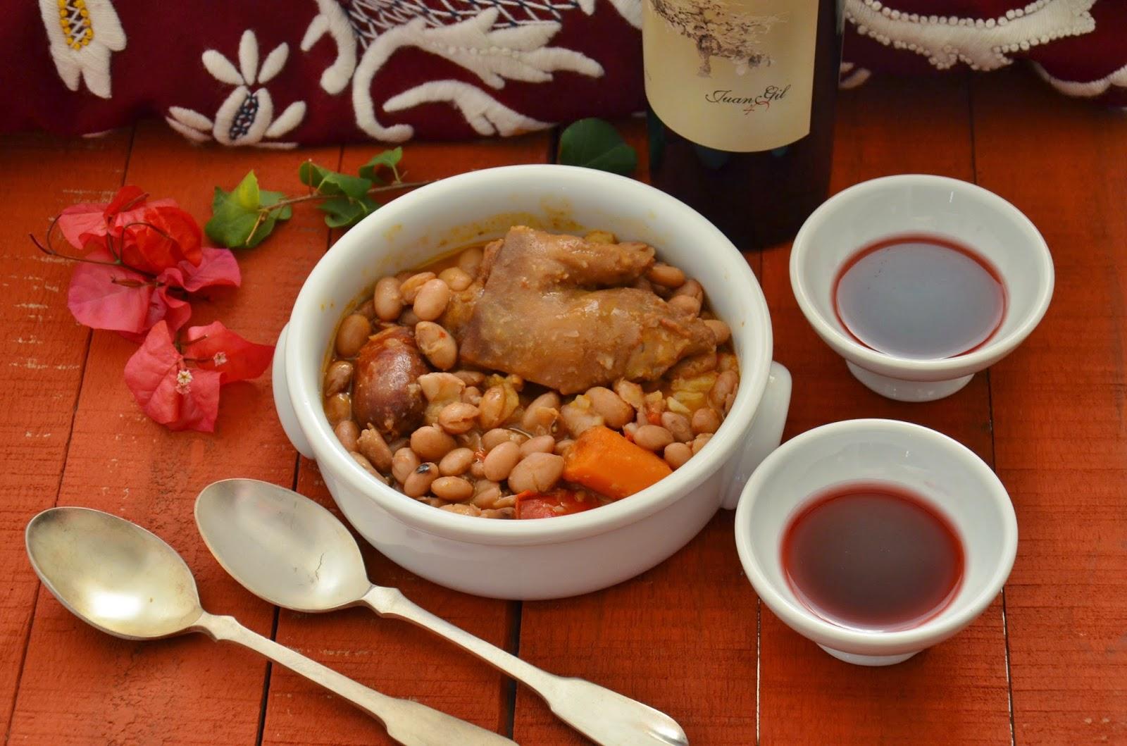 Guiso de alubias pintas con manitas de cerdo y chorizo for Cocinar patas de cerdo