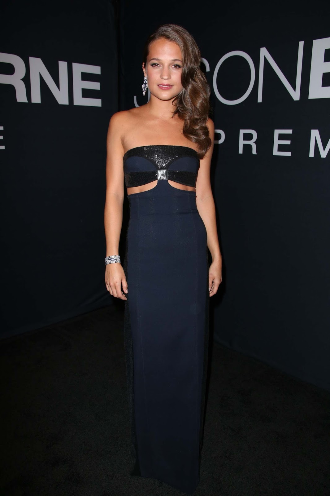 Alicia Vikander wears strapless gown to the 'Jason Bourne' Las Vegas premiere