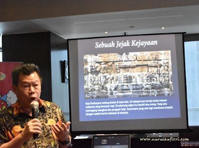 bapak kafi kurnia sedang menjelaskan tentang kejayaan kuliner indonesia di amuz gourmet restaurant