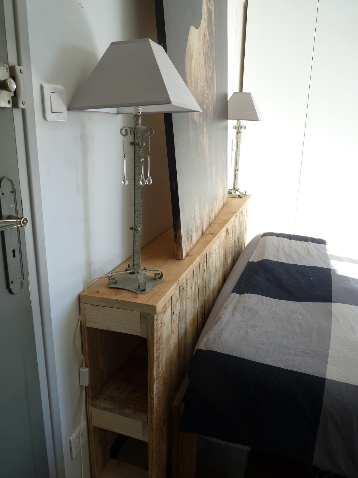 le re acteur t te de lit palette front of bed wooden pallet. Black Bedroom Furniture Sets. Home Design Ideas