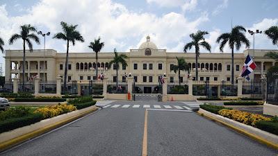 Danilo Medina se solidariza con los doctores Pina Acevedo y Pina Toribio por deceso de pariente