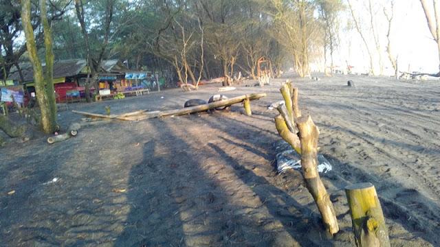 Menikmati Semilir angin Di Pantai Baru Bantul Yogyakarta