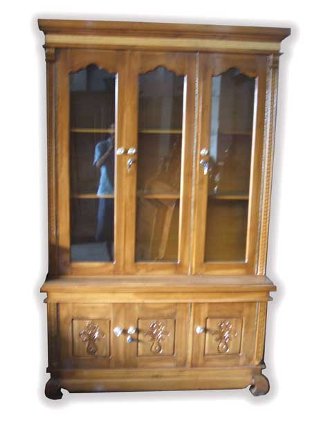 lemari pajangan kayu jati