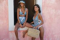 Joana Freitas e Isabela Valadeiro em biquini e fato de banho