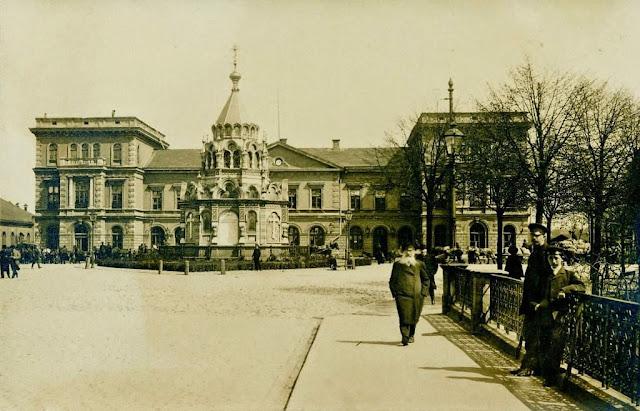 Рига. Динабургский вокзал и часовня Святого Александра Невского.