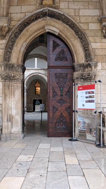 Вход в музей, Дубровник