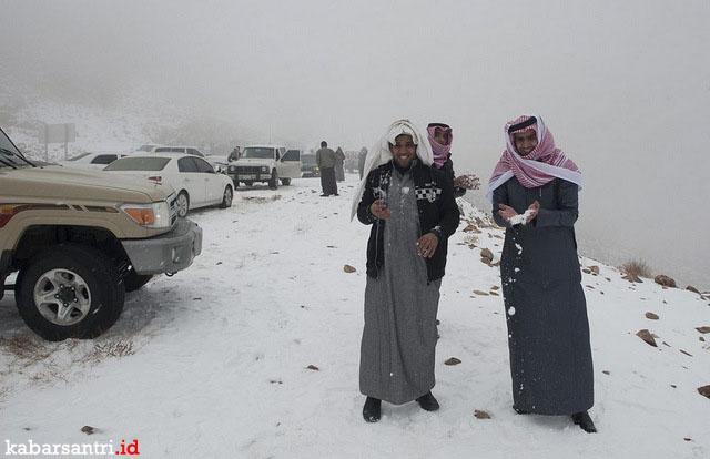 Fenomena Turunya Salju di Arab Saudi