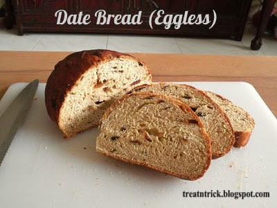 Date Bread (Eggless) Recipe @ treatntrick.blogspot.com
