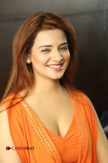 Actress Saloni Aswani Pos in Short Dress at Meelo Evaru Koteeswarudu Movie Interview  0001.JPG