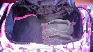 Sport bekleidung und Schuhe im Hauptfach und trotzdem noch viel platz