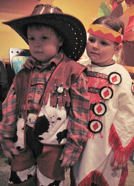 76760181d741a6 Strój kowboja na szczęście był kompletny:) Dzieciaki są ze strojów bardzo  zadowolone, a przecież o to w tym wszystkim chodzi:)