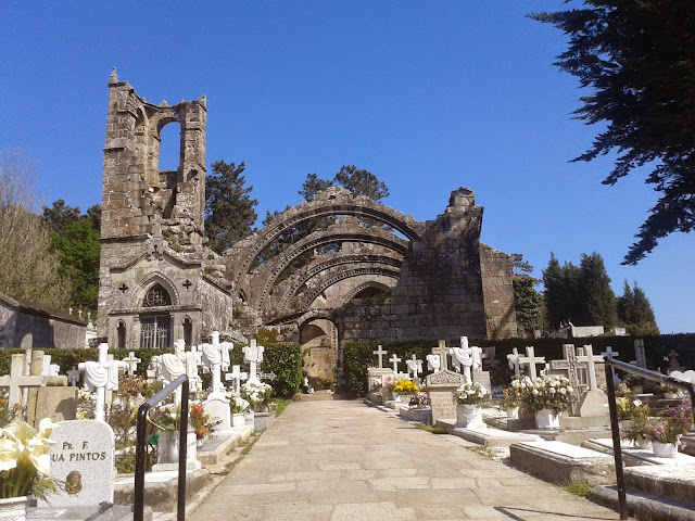 Cementerio y ruinas de Santa Mariña en Cambados