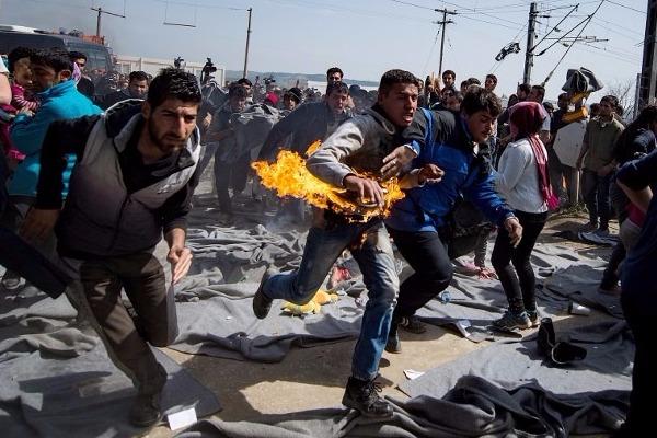 Ποιοι ξεσηκώνουν τους πρόσφυγες