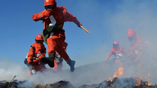 China says 30 killed fighting mountain forest fire