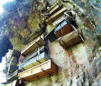 hanging coffins, wood coffins, coffins in a mountain, sagada, coffins in PH, PH traditions, philippines, little pinay explorer