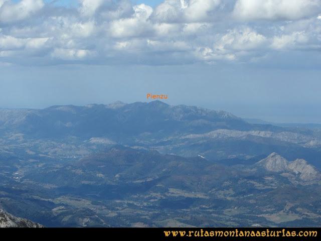 Ruta al Cabezo Llerosos desde La Molina: Vista del Pienzu desde el Cabezo Llerosos