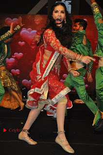 Bollywood Actress Model Sunny Leone Dance Performance in Red Half Saree at Rogue Audio Launch 13 March 2017  0065.jpg