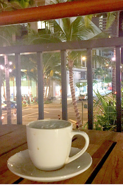 hawaiian coffee, waikiki, hawaii, travel, travelblogger, coffeeshop
