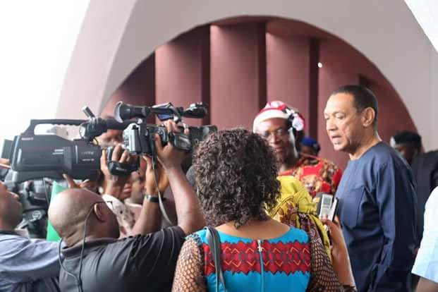 Senator Ben Murray-Bruce caught red handed using a policeman as errandboy