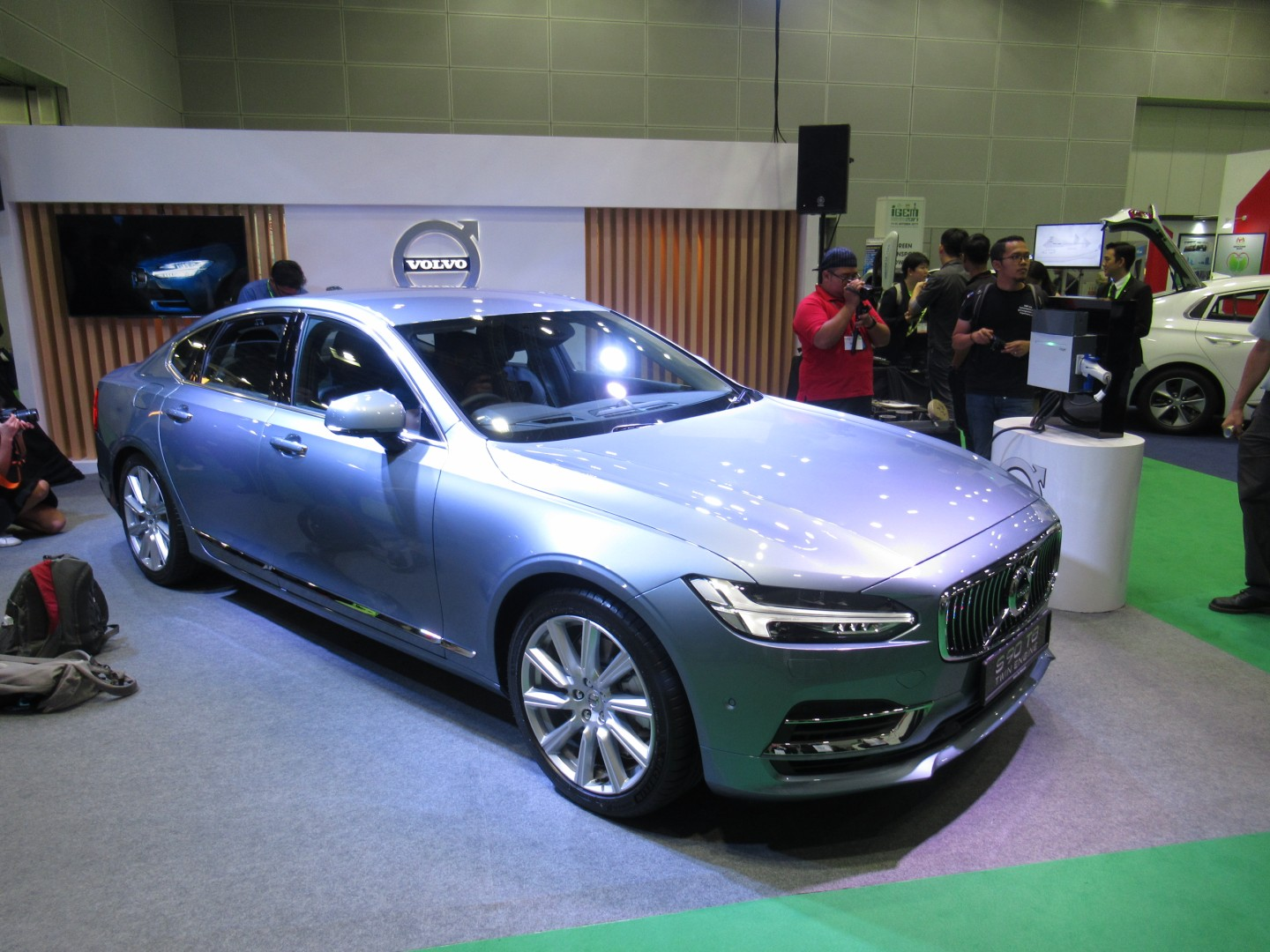 Volvo car malaysia launches the flagship s90 t8 twin engine sedan will also be exported from malaysia to asean region countries