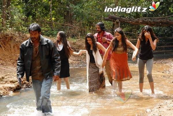 Actresses Zone: Tamil Movie Aanmai Thavarael 2011 Banner