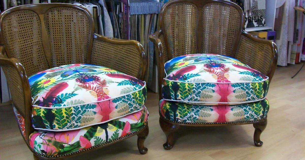 l 39 fauteuil can anglais recouvert de christian lacroix. Black Bedroom Furniture Sets. Home Design Ideas