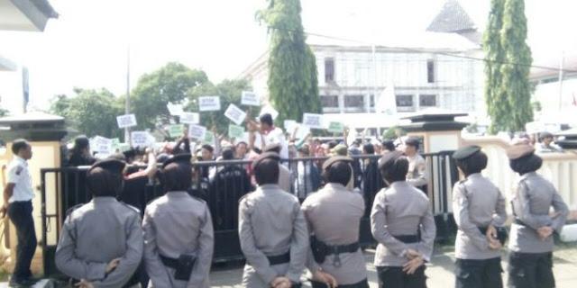 Kades Angkatan 67,Hari Senin Besok Bakal Demo Pemkab Karawang,Ini Penyebabnya