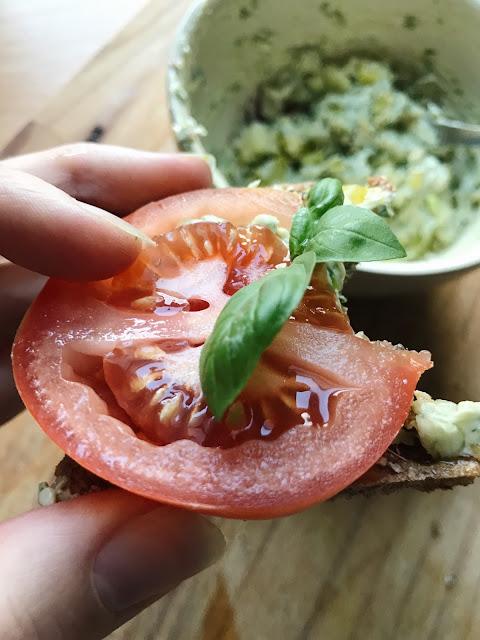 tomaatti ja basilika käy kaiken kanssa