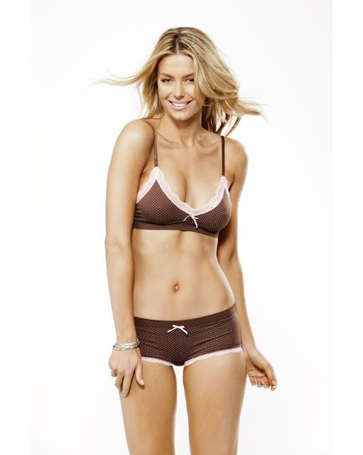 Jennifer Hawkins looking so milky in Biknis..!!!