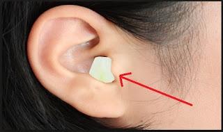 efek menaruh bawang putih di telinga