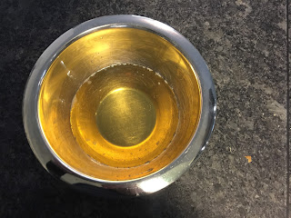 Préparation liquide de la crème hydratante visage et corps à l'huile de coco et au beurre de karité avant refroidissement, DIY