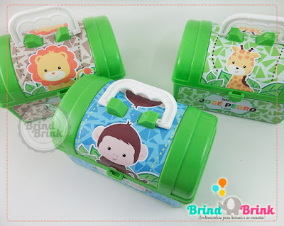 maleta plástica personalizada com o tema safari para festa infantil