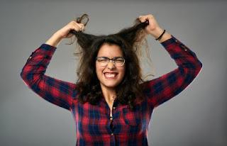 Τριχοτιλλομανία: Γιατί τραβάμε τα μαλλιά μας όταν είμαστε ανήσυχοι και έχουμε άγχος;
