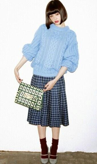 日韓時裝,日韓潮流服飾網,網上時裝店,連衣裙網上商店,休閒女裝服飾: 大麻花毛衣簡單衣著 穿出獨我特色