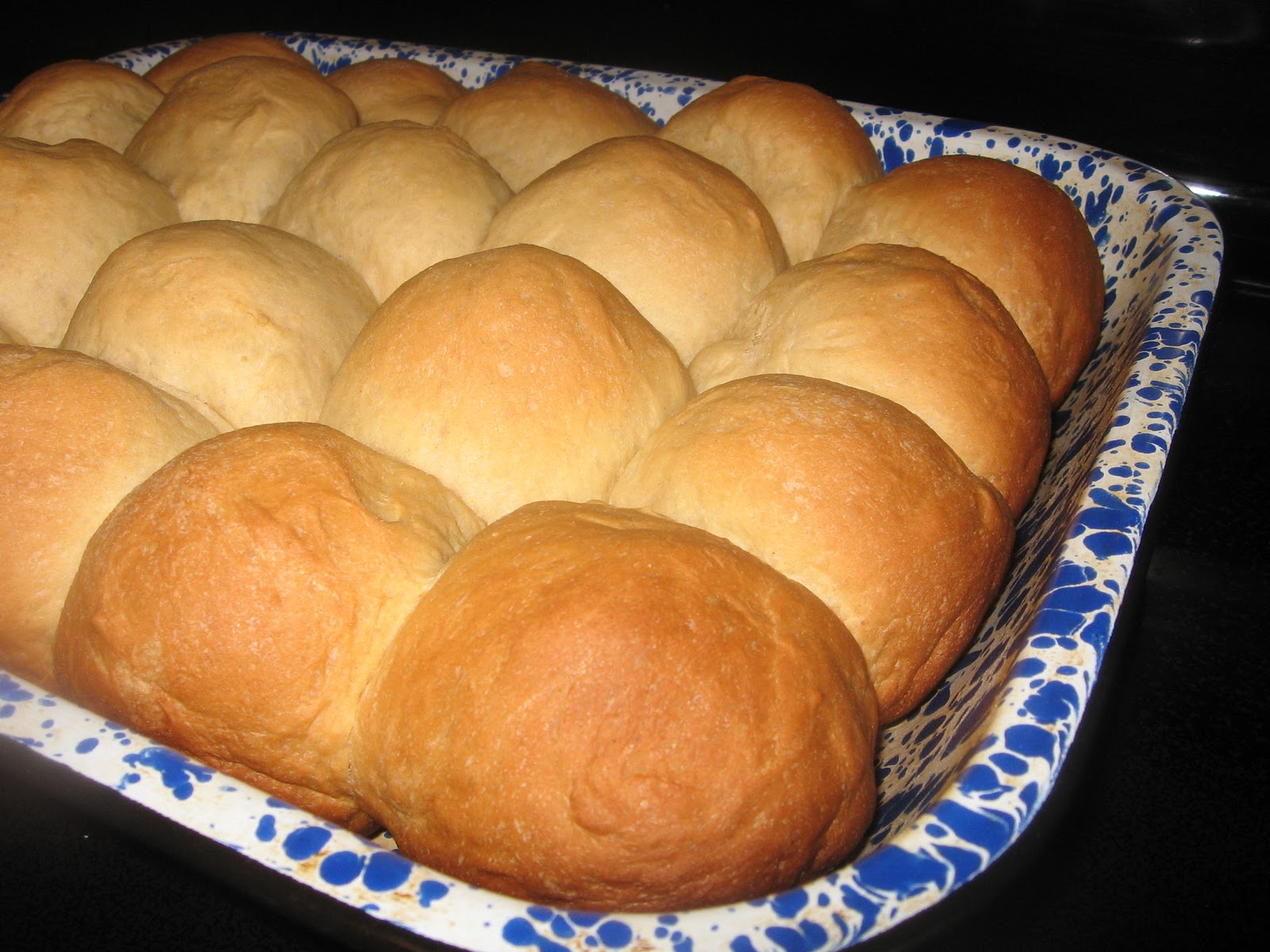 RECIPE: Elle's Easy Bread Machine Dinner Rolls | The Way...