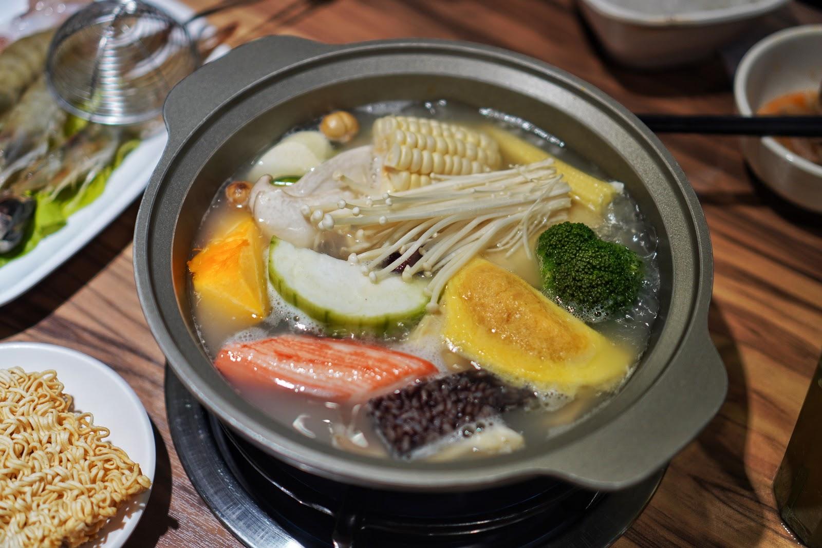 台南東區美食【就愛這鍋 麻辣鍋】上湯龍骨鍋慢熬湯底