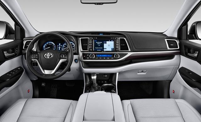 Nội thất Toyota Highlander khá rộng rãi và dễ dàng chinh phục khách hàng