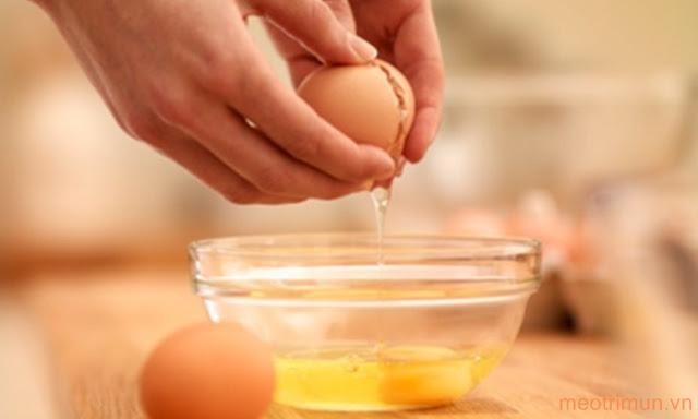 Trị mụn cám ở mũi bằng lòng trắng trứng gà