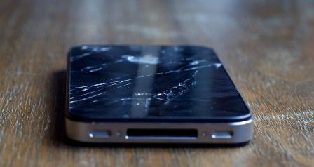 Một số thao tác thay màn hình iPhone 4