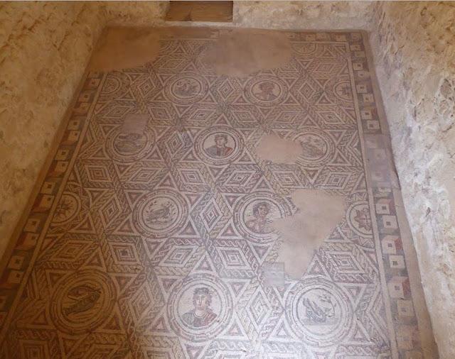 mosaici nelle stanze di servizio nella villa di piazza armerina
