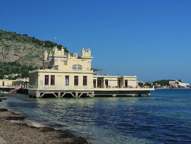 Restauracja - zamek Mondello, widok na morze