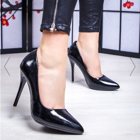 Pantofi dama cu toc negri luciosi cu design modern de ocazii