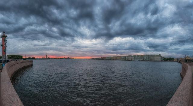 Панорама Санкт-Петербург. Вид на Неву, Петропавловскую крепость и Зимний дворец